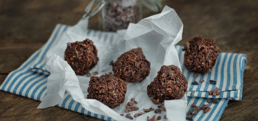 dark cacao macaroons