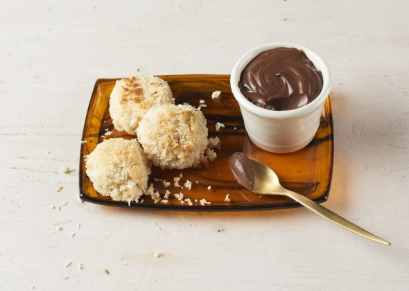 cacao mousse with coconut macaroons